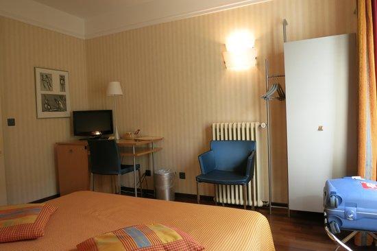 Hotel Alpes et Lac: Hôtel Alpes et Lac: Street-View Room