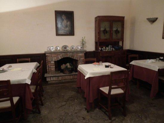 Breakfast room - Locanda Del Carrobbio, Sep 13-15 2012