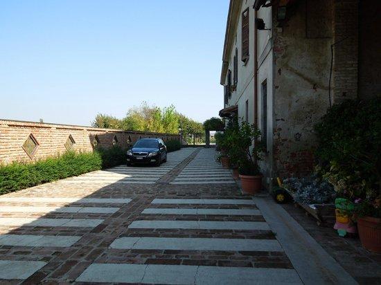 Inner yard/Parking - Locanda Del Carrobbio, Sep 13-15 2012