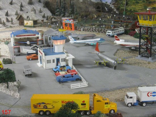 Trainland U.S.A.: Airport in a corner of the layout. An example of many dioramas withing the layout