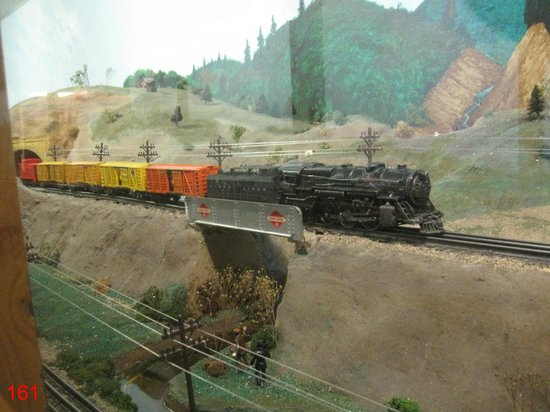 Trainland U.S.A.: Freight train in authentic American scenery