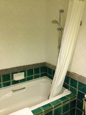 Silom Serene : 水温が温かくないバスルーム(残念)