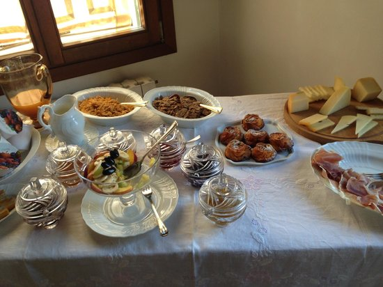 Sandra B&B: Breakfast buffet