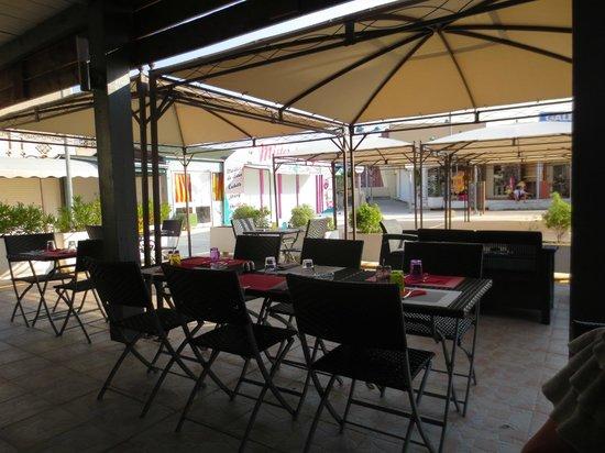A Ma Facon : Outside seating area