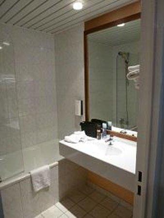 Mercure Marne la vallée Bussy St Georges: Bathroom
