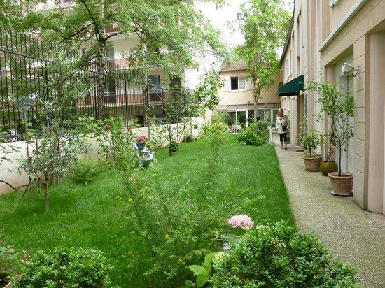 Hotel-Restaurant Le Vert Galant : Garten vom Hotel