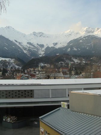 Basic Hotel Innsbruck: View from enclosed balcony