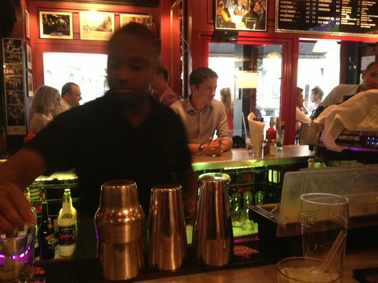 Bugsy's : barman