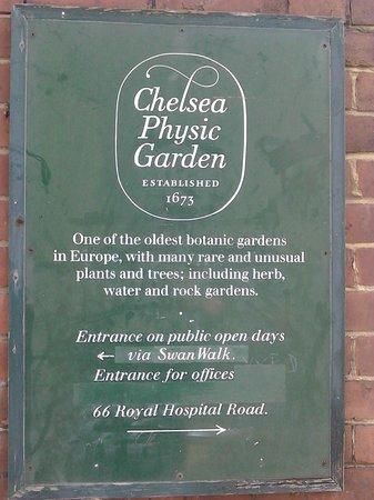 Chelsea Physic Garden: 入り口の看板