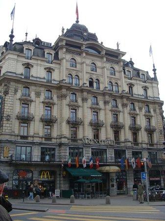 Hotel Monopol Luzern: Front of hotel