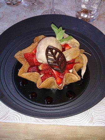 Secret : Corolle de fraises et framboises de chez Burban, mousseline à l'absinthe et glace réglisse