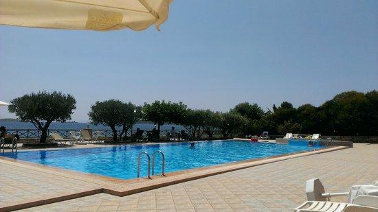 Europa Beach Hotel: Πισίνα