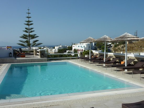 Artemoulas Studios: The pool at the hotel
