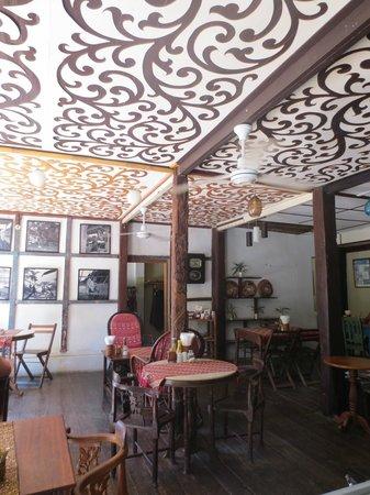 Le Banneton Cafe: Decor