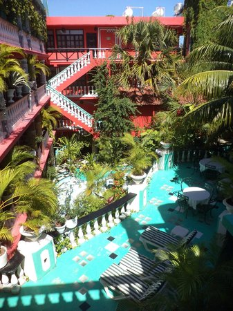 Maya Del Mar: Courtyard