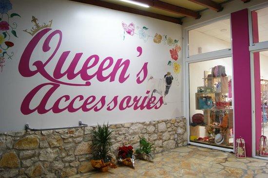 Roda, Yunani: Queen's accessories
