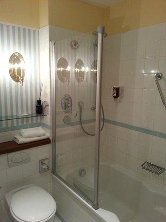 Hotel Birke: Maisonettezimmer, Teilansicht Bad