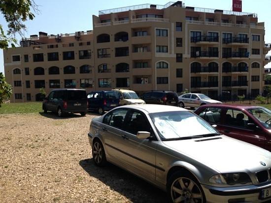 Holiday Park Hotel : hotel parking