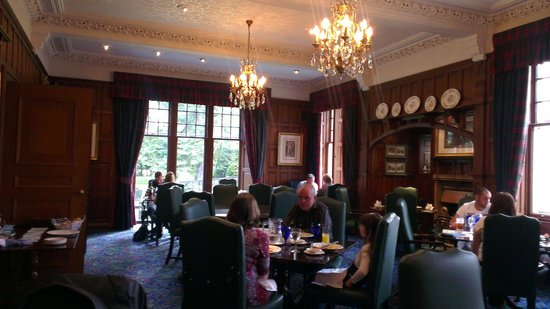 Huntingtower Hotel: traditional old school decor in dinning room