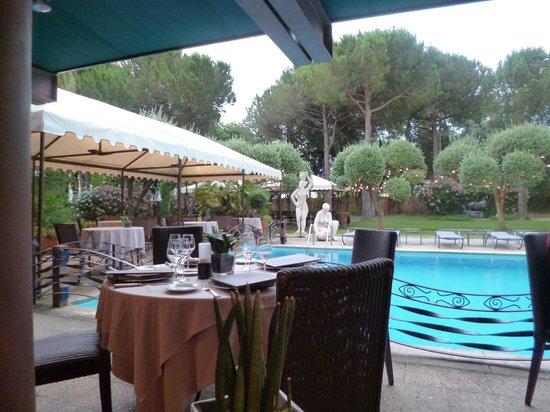 Villa Duflot Restaurant : Au bord de la piscine