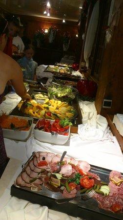 Hotel Club Le Cret : Een gedeeltevan het buffet