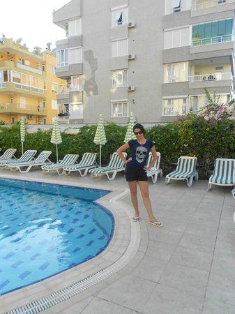 Santa Marina Hotel: у басейна