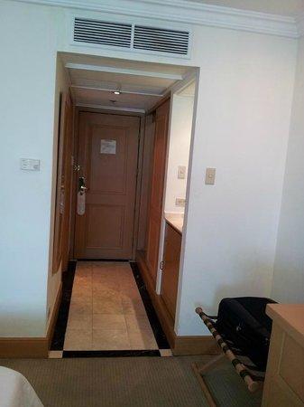 The Heritage Hotel Manila: corridor in between room and the door