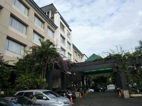 The Jayakarta Suites Bandung, Boutique Suites, Hotel & Spa: entrée hôtel