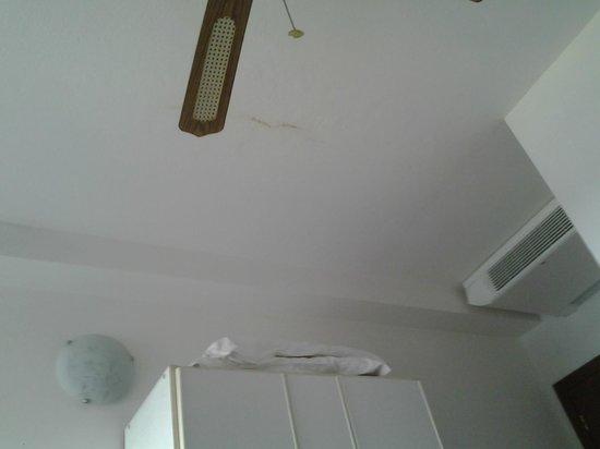 Hotel Villa Linda: Infiltrazioni nel soffitto