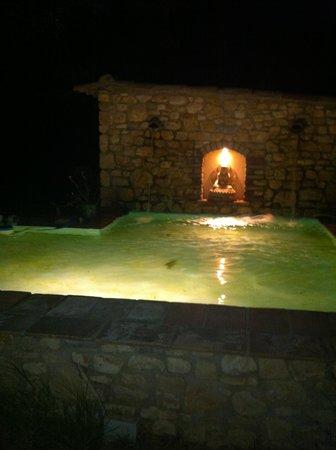 Le Mas d'Alphonse : le bassin le soir