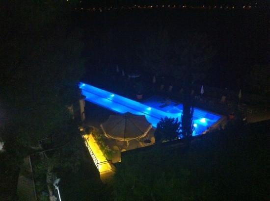 Abbadetta: piscina vita dalla camera 209