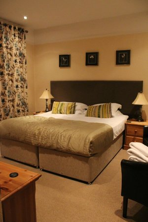 The Howbeck: our big comfy bed - Deepdale room