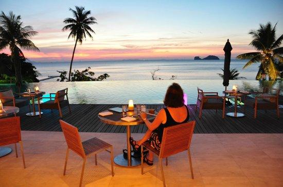 Conrad Koh Samui: Casual dining by the main pool