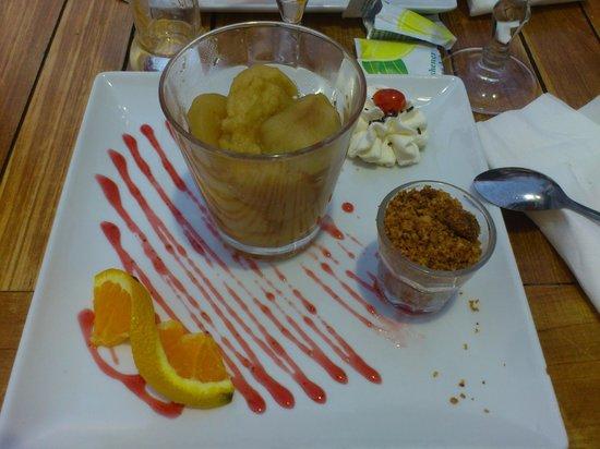 Le Nautilus : Gros plan, les pommes confites aux crumbles & sauce caramel beurre salé, régal des yeux & papill