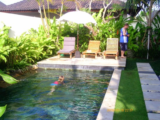 Villa Besar: Over looking the Pool and Sun Deck