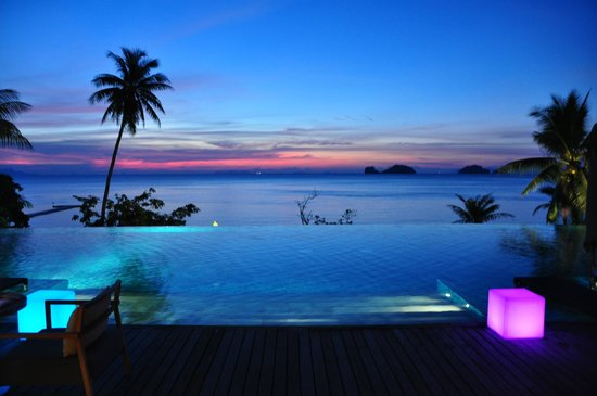 Conrad Koh Samui: Nice place to have a bite to eat and a drink while watching the spectacular sunsets