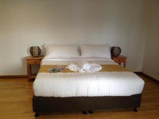 Lake St Clair Lodge: lakeside guest room