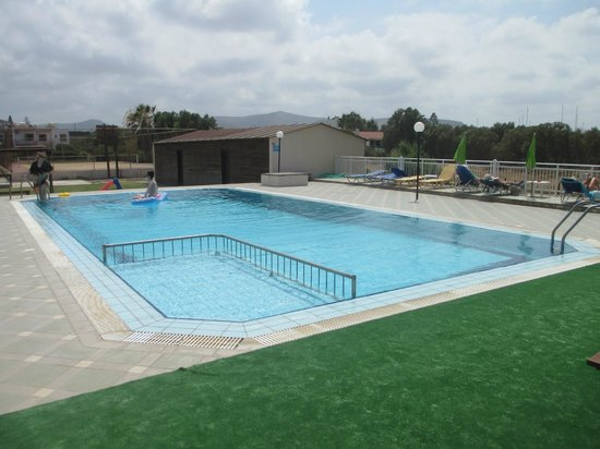 Divina Apartments: the pool