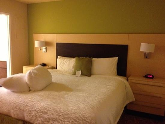 TownePlace Suites by Marriott Galveston Island: king bed suite. new and clean.
