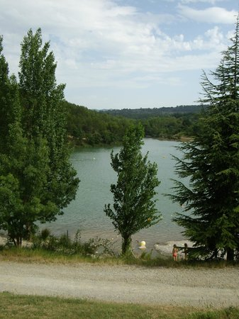 Lac de la Cavayere: view from footpath