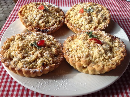 Kitsch Cafe: Home made apple crumble