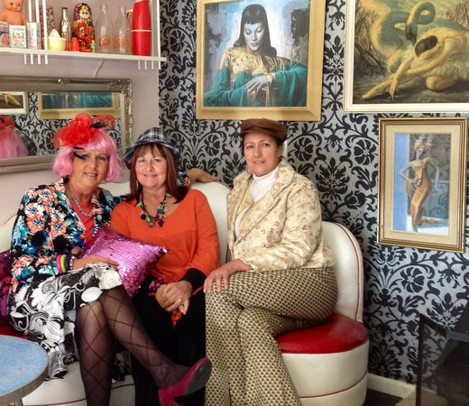 Kitsch Cafe: Penquina Hatters having fun!!!