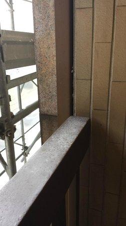 Qualys Hotel Nasco: Der verdreckte Balkon