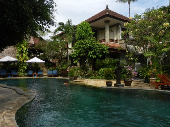 Tamukami Hotel: Binnenplaats hotel met zwembad