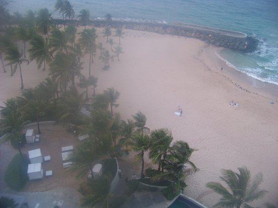 Euforia: Beachside massage tables (to the left)