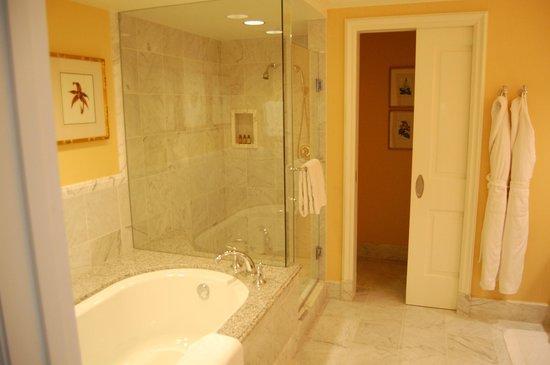 Four Seasons Hotel Westlake Village: Bad Superior One-Bedroom Suite