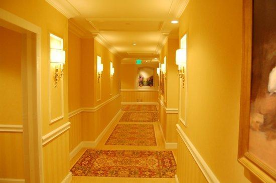 Four Seasons Hotel Westlake Village: Hotelflur