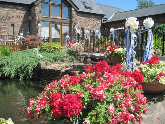 Usk Country Cottages: the gardens decked in brides choice of wedding colours