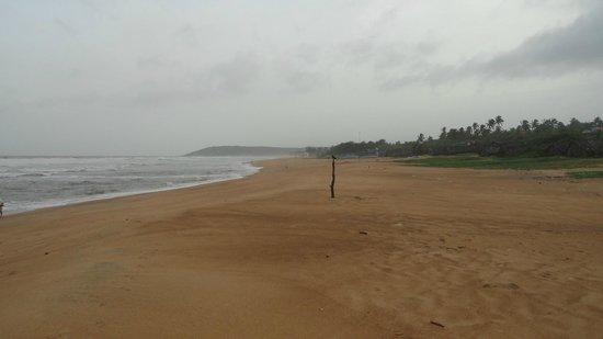 Paradise Village Beach Resort: Calangute beach in monsoon