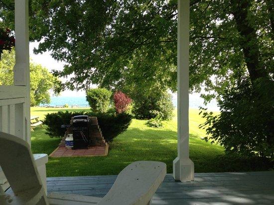 Lakeside Village Inn: Vue depuis la terrasse